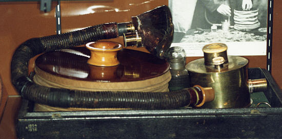 picture of Joseph Clover's apparatus for chloroform inhalation in controlled doses