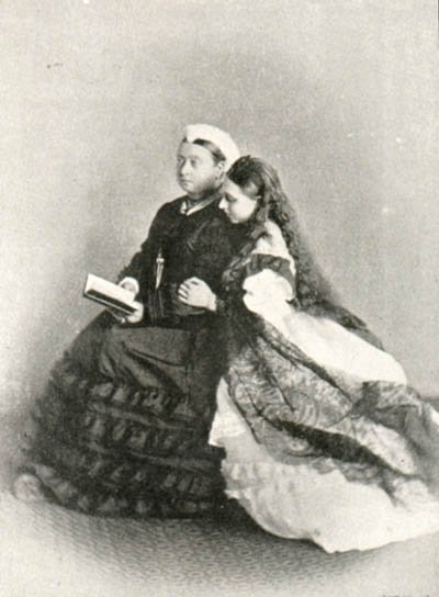 picture of Princess Beatrice, Princess Henry of Battenberg, with her mother Queen Victoria