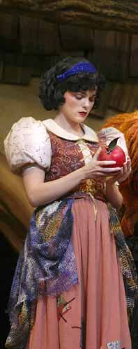 picture of Snow White and sleeping apple